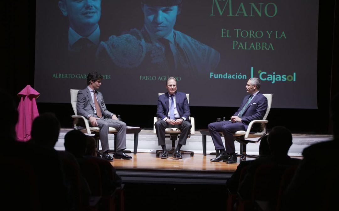 Pablo Aguado y Alberto García Reyes, 'Mano a Mano': una mirada al toro desde el periodismo y la literatura en la Fundación Cajasol