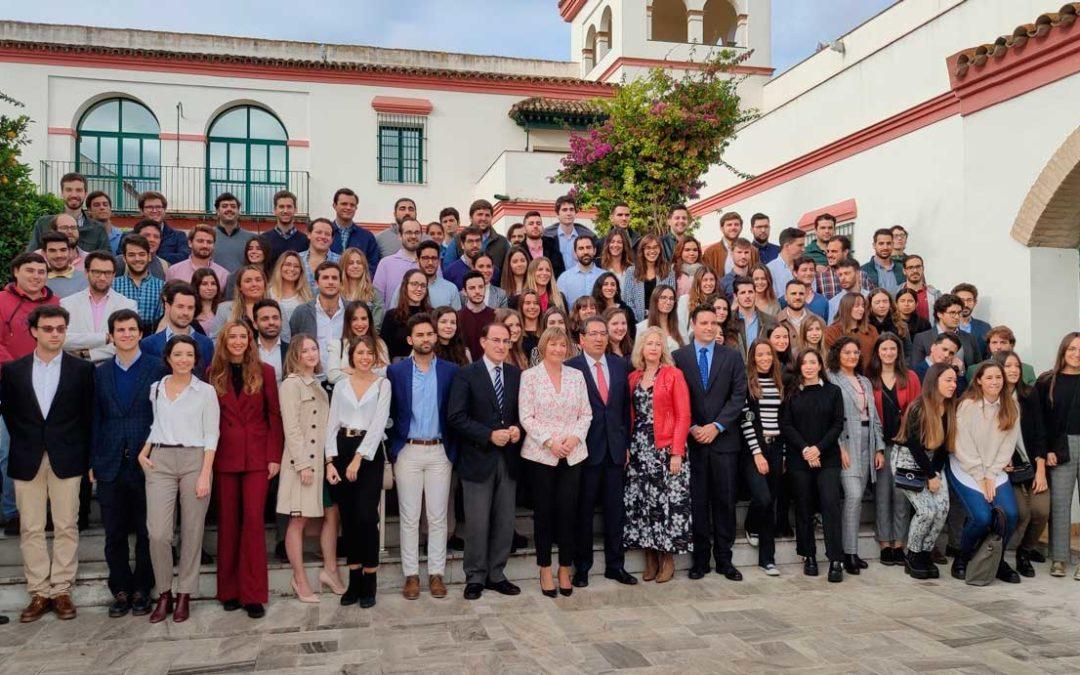 Foto de familia del inicio del curso 2019-2020 en el Instituto de Estudios Cajasol