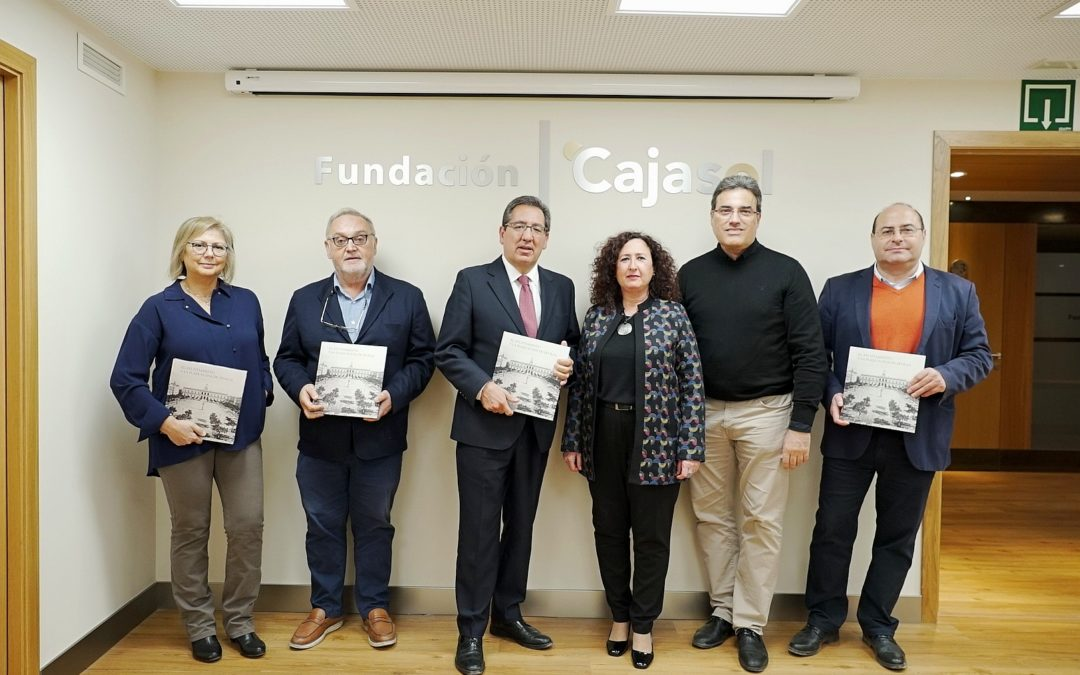 Presentación del libro 'El Ayuntamiento y la Plaza Nueva de Sevilla' en la Fundación Cajasol