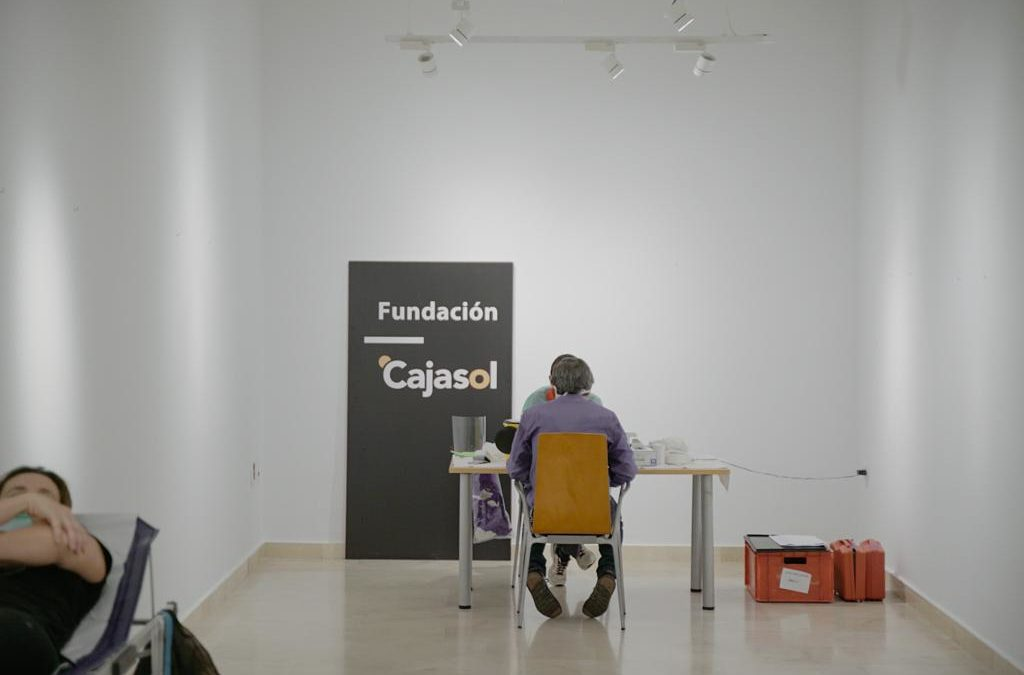 Donación de sangre en la sede de la Fundación Cajasol en Cádiz