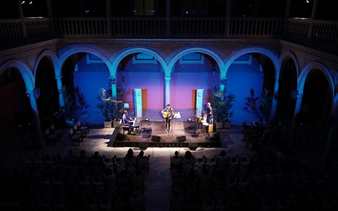 Concierto de Jesús Bienvenido en el patio de la Fundación Cajasol en Sevilla