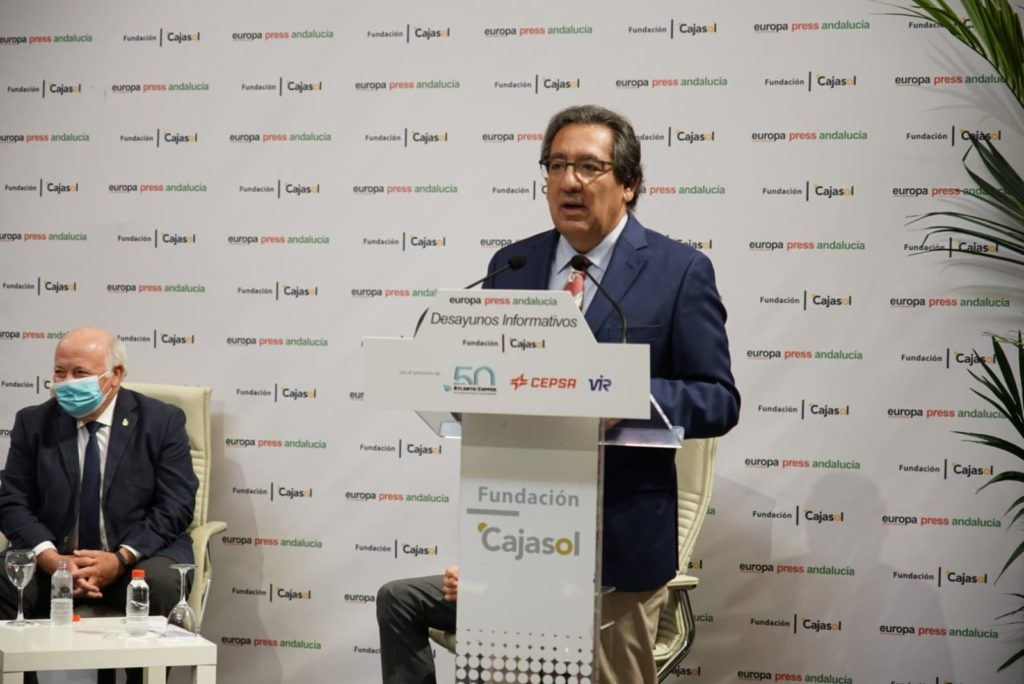 Antonio Pulido, presidente de la Fundación Cajasol, durante el Desayuno Informativo de Europa Press Andalucía con Jesús Aguirre, consejero de Salud de la Junta de Andalucía