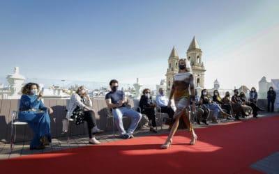 Desfiles de moda y estilo en la Fundación Cajasol para impulsar el comercio local en Cádiz