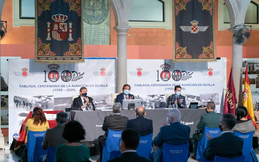 Presentación de la tercera edición del libro 'Tablada: la aviación y Sevilla' en la Fundación Cajasol