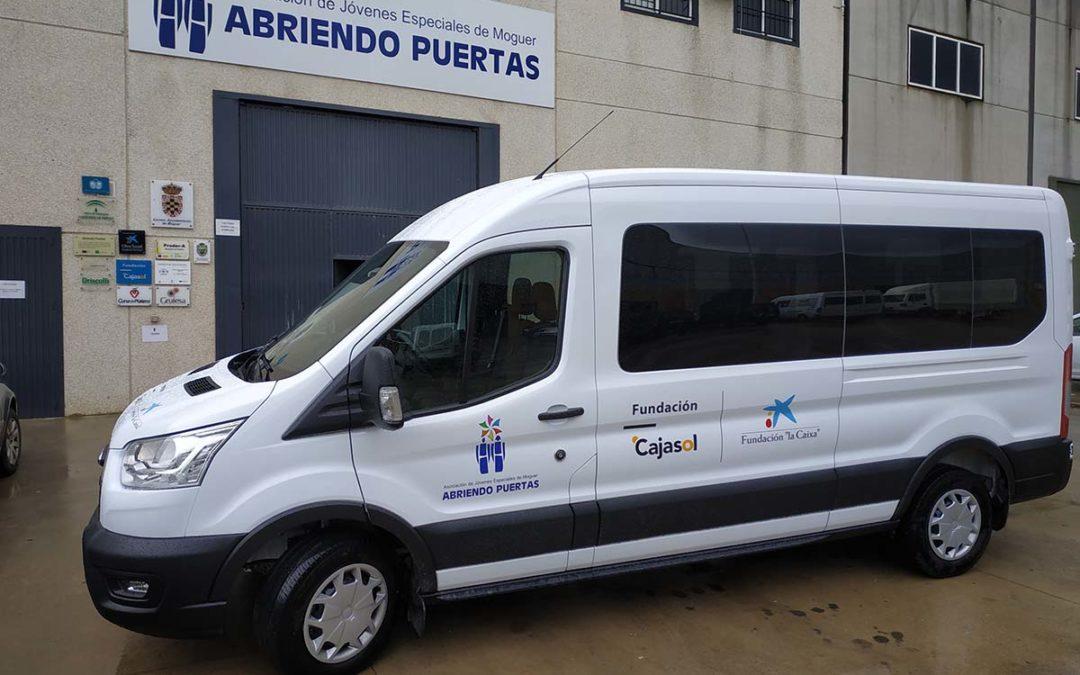 Nuevo vehículo adaptado para la Asociación Abriendo Puertas de Moguer gracias a la acción conjunta de Fundación 'la Caixa' y Fundación Cajasol
